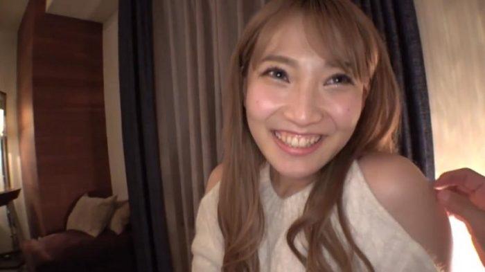 ダヒョン似のAV女優の顔アップ